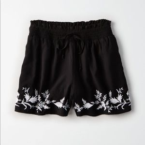 Pants - Black embroidered shorts